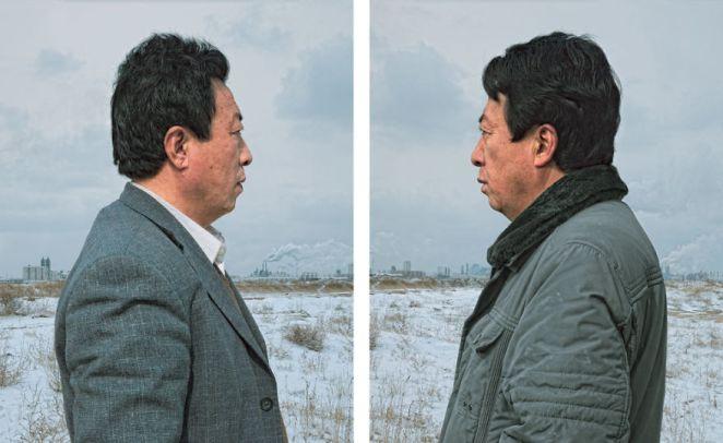 7. Uno con un look empresarial y arreglado, el otro más formal.