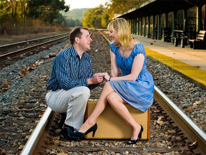 8. La mejor luna de miel, atajar el tren con la frente.