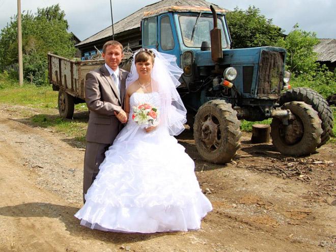 12. El tractor es el padrino.