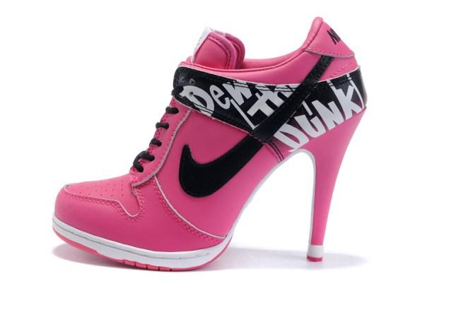 7. Nike Heels. Si existen es porque la gente los compra. Ojalá nunca nos crucemos con esa gente.