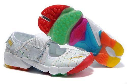 8. Nike rift, o pezuñas, zapatillas de vaca, o cinturón de castidad.