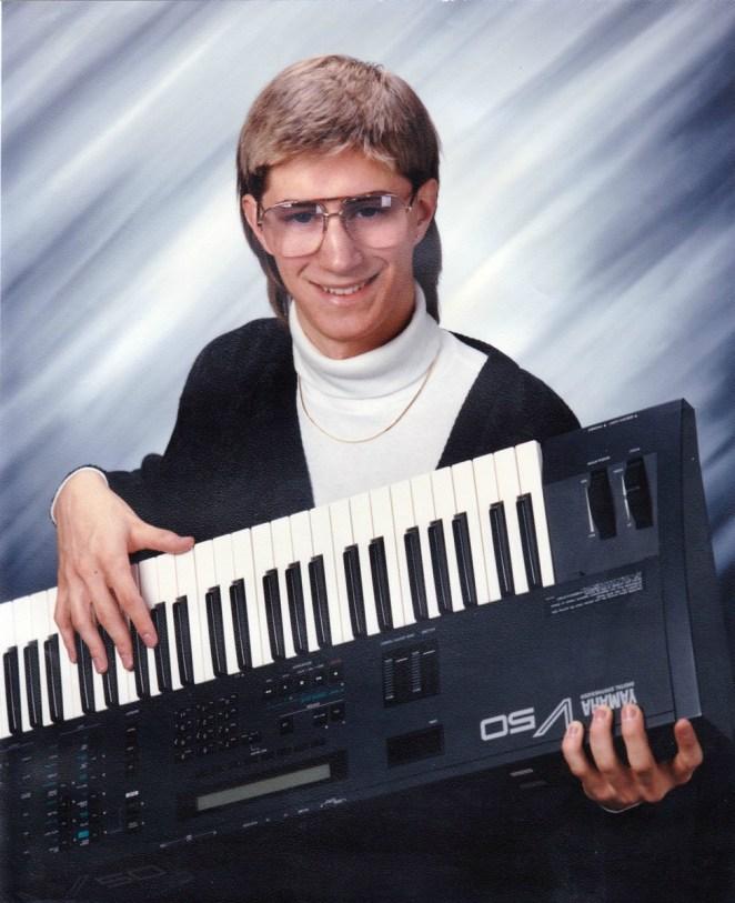 11. Me hace acordar a Ross Geller con el piano.