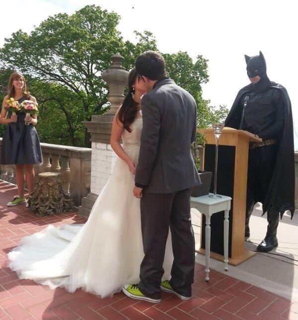 7. Batman bendijo esta boda.