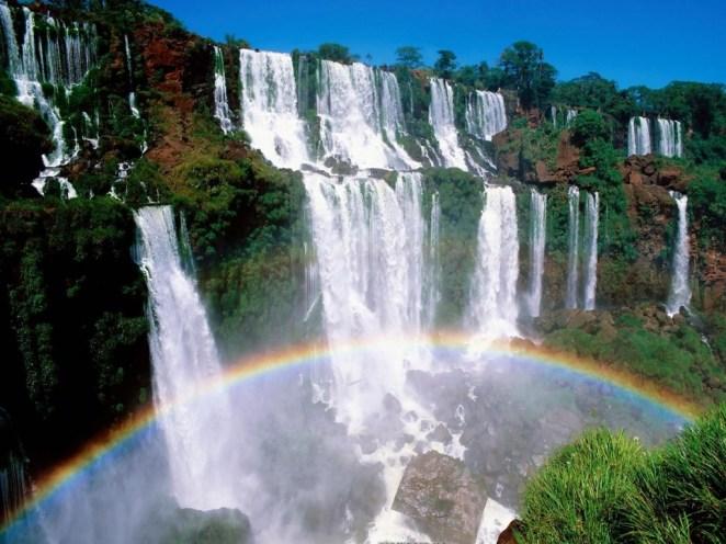 20. Han sido elegidas siete maravillas naturales en el país: el glaciar Perito Moreno, las Cataratas de Iguazú, el Valle de la Luna, la Quebrada de Humahuaca, el Aconcagua, el Bosque de Arrayanes y el Cerro de los Siete Colores.