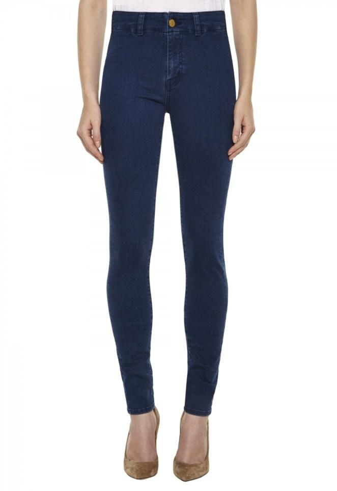 2. Jeans oscuros: El corte que prefieras. Mejor que sea oscuro porque son mas resistentes y se van gastando por el propio uso, una genialidad.