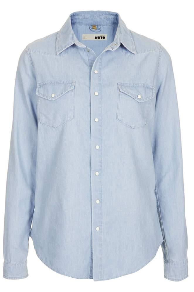 3. Una camisa de jean: fácil de combinar, atemporal, y eterna.