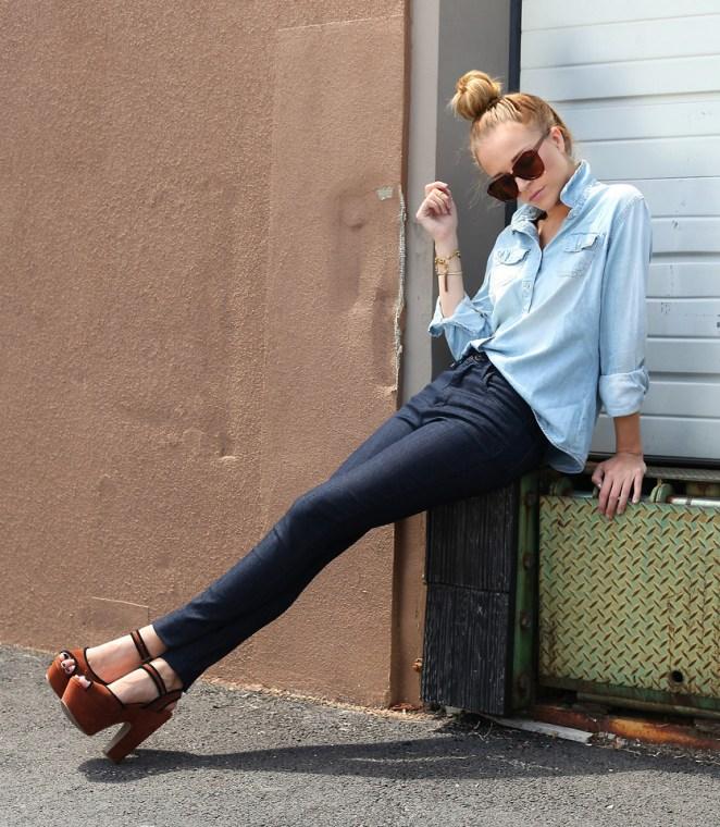 Como única prenda arriba, combinada con un jean/pantalón de gabardina.