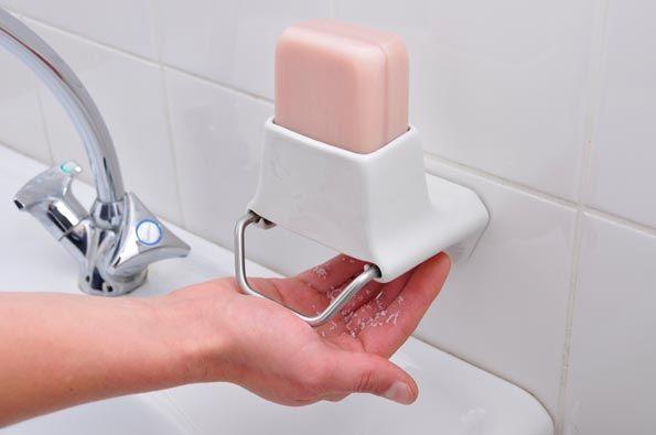 7. Soap Flakes: Dispensador de jabón rayado