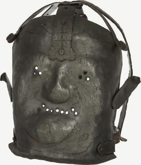 21. Máscara que les colocaban a los locos en el siglo XVII.