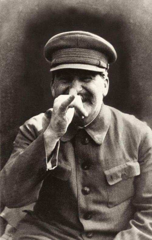 Stalin haciendo caras raras para la foto
