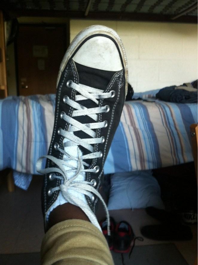 11. La lengueta de la zapatilla que siempre se corre