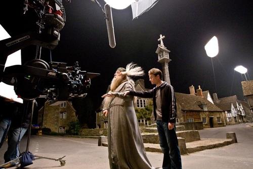 28. Robert Knox, que interpreta a Marcus Belby, murió apuñalado el 24 de Mayo del 2008, pocos días antes de finalizar el rodaje.