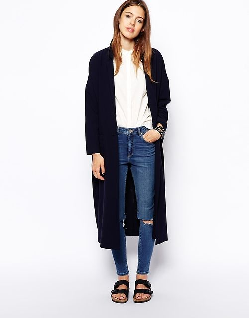 14. Camisa blanca, jeans, trench y birkens