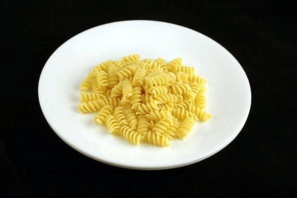7. 145 gramos de pasta se necesitan para juntar 200 calorías. Nada mal.