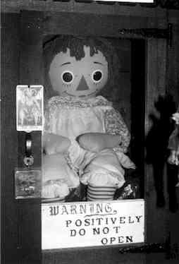 1. Annabelle, La muñeca demoníaca