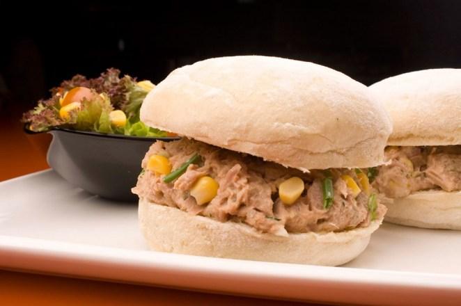 4. Sandwich de atún, choclo y mayonesa