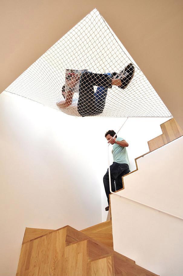 13. Hamaca sobre escaleras
