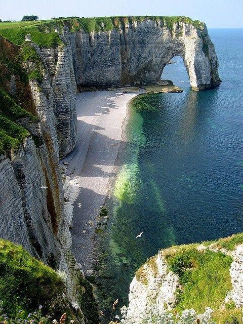 13. Étretat, norte de Francia