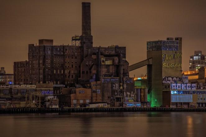 13. Una fábrica de azúcar abandonada en el medio de Brooklyn, New York