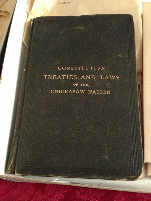 10. Constitución, tratados y las leyes de la Nación Chickasaw (Un pueblo aborigen de los Estados Unidos)