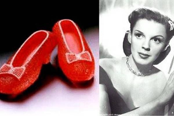 3. Un par de zapatos con 4600 rubíes incrustados