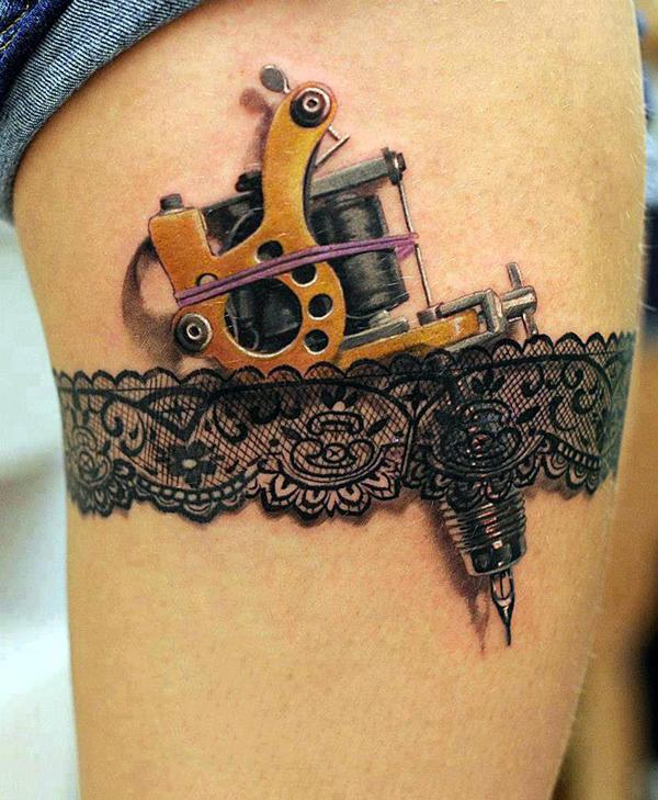 6. Este tatuaje compró a todos los hombres, eso y los minishorts, pero concéntrense en los tatuajes.