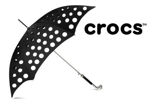 13. Paraguas marca Crocs, no muy útiles
