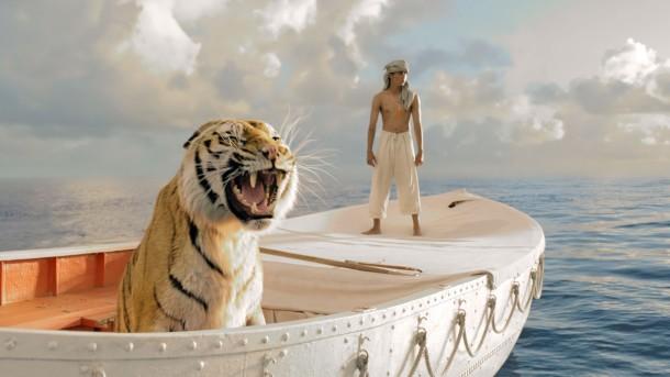 1. La vida de Pi, el bote con Pi y un tigre de bengala perdidos por el mar.