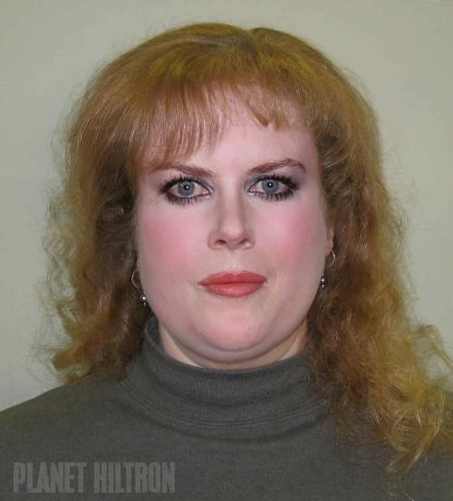 Nicole Kidman en las últimas páginas de una revista, en un anuncio sobre permanente de pestañas.