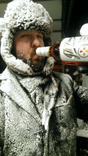 8. Contra el frío no hay nada mejor que un buen trago de alcohol.