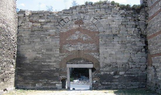 12. Alguien se olvidó una puerta abierta, lo que permitió la conquista de Constantinopla en 1453.