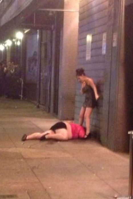 5. Ups, va a ser un problema levantarla y subirla al taxi.