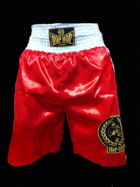 4. Anotarte en clases de boxeo para usar esos pantalones que hacen parecer que todos tuvieran una erección, pero no