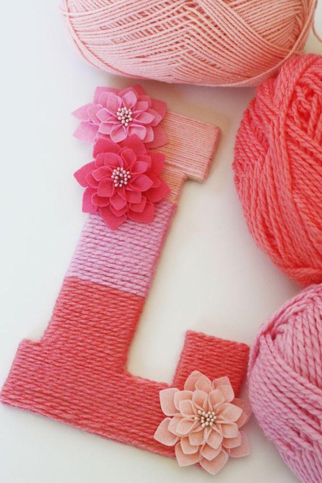 14. Hacé letras para decorar con cartón rígido, pegamento y lana