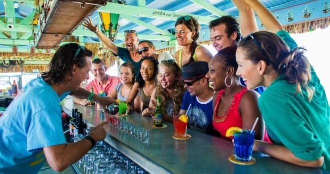 El Bugaloe Beach Bar & Grill, donde los bartenders son estrellas