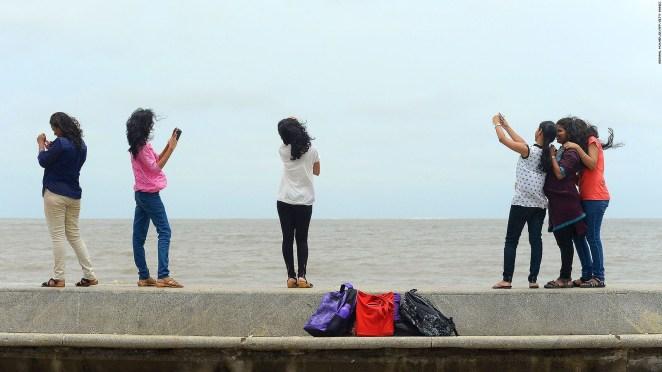 Resultado de imagen para Oceanfront mumbai selfie