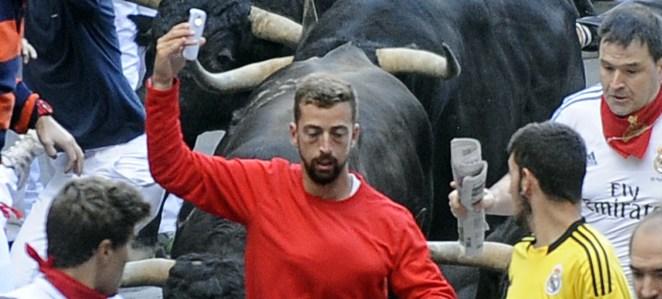 Resultado de imagen para pamplona bull selfie