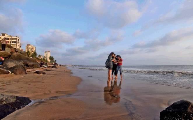 Resultado de imagen para versova india beach
