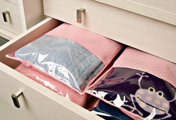 como guardar roupas de cama de inverno