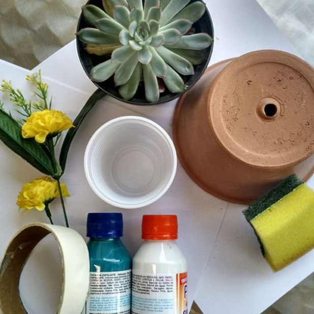 vaso com pintura geométrica