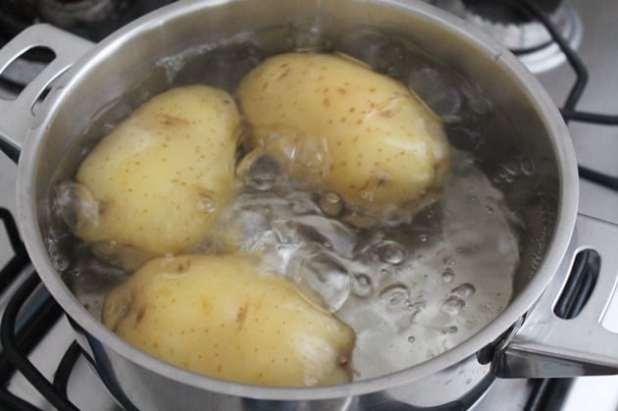 batata rosti ou batata suíça