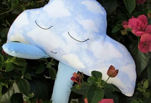 travesseiro de nuvem da Cris