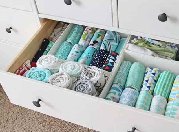 como organizar roupa de bebe