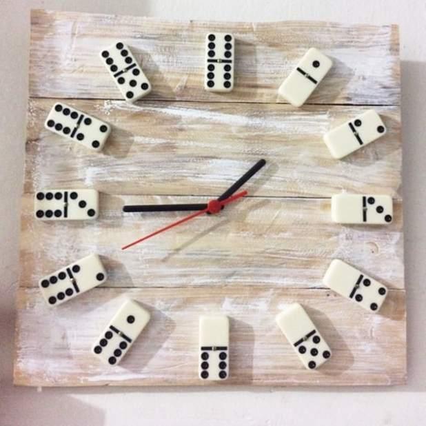 relógio dominó