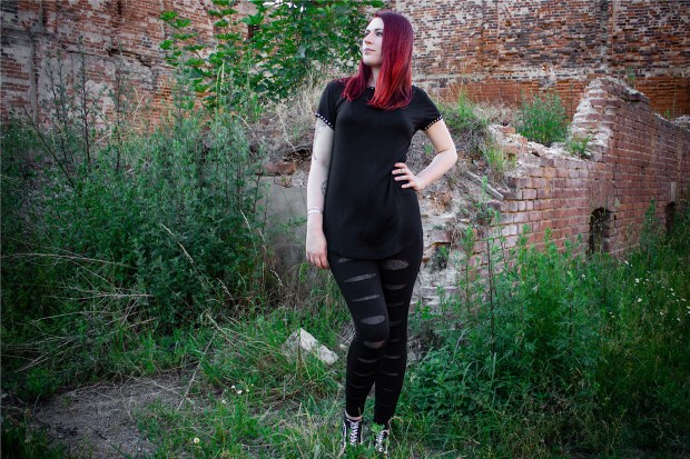 Casual Look mit der Underlayer Leggings und dem Long Viscose Rivets Dress von Forplay
