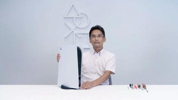 Yasuhiro Ootori baut die PlayStation 5 im Video auseinander.