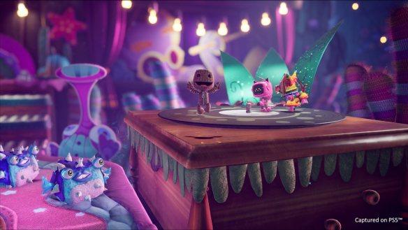 Im Video gibt es einen Einblick in den Entstehungsprozess der Musik.