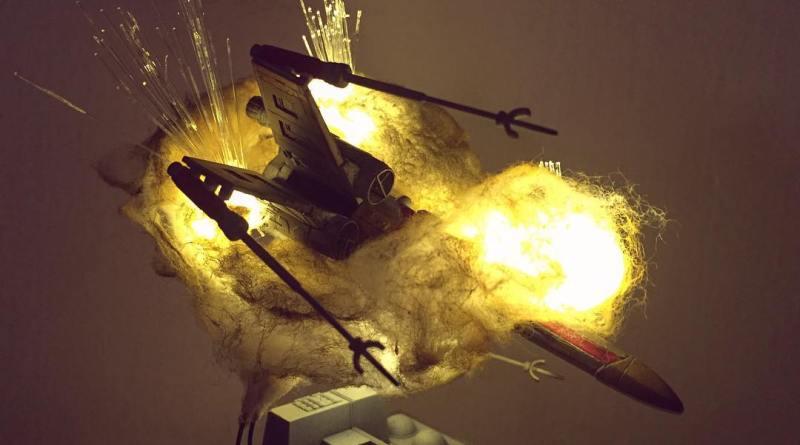 Il reproduit les explosions des vaisseaux dans Star Wars… avec du coton et des LEDs