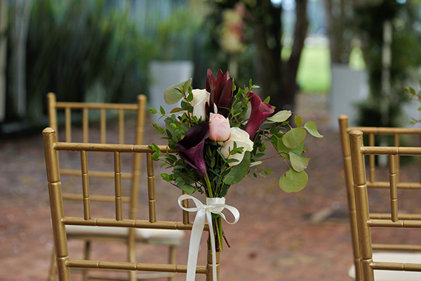 Fall flowers: ideas for decorating the ceremony aisle.