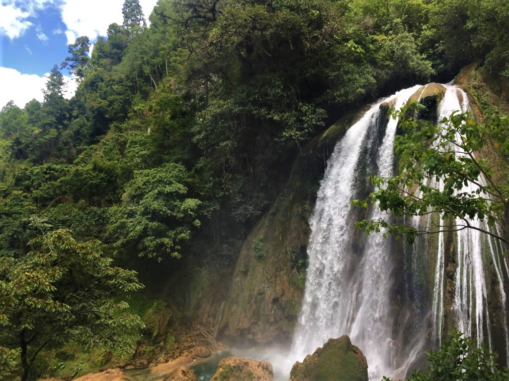 Waterfall, Quiche